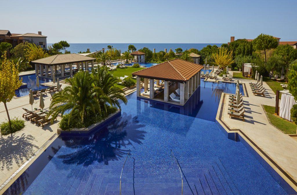 https://golftravelpeople.com/wp-content/uploads/2019/04/The-Romanos-Luxury-Collection-Resort-at-Costa-Navarino-Romanos-Pool-View-1024x674.jpg