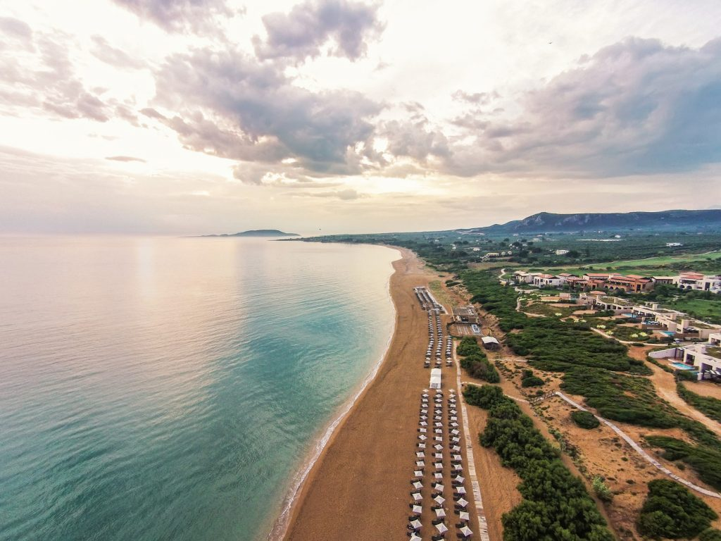 https://golftravelpeople.com/wp-content/uploads/2019/04/The-Romanos-Luxury-Collection-Resort-at-Costa-Navarino-The-Dunes-Beach-1024x768.jpg