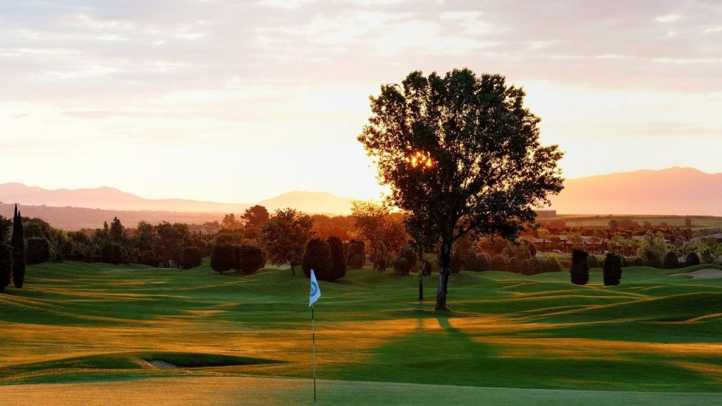 https://golftravelpeople.com/wp-content/uploads/2019/04/Torremirona-Golf-Club-Girona-Costa-Brava-2-1024x576.jpg
