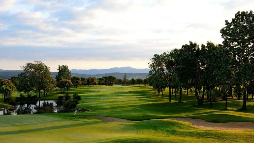 https://golftravelpeople.com/wp-content/uploads/2019/04/Torremirona-Golf-Club-Girona-Costa-Brava-5-1024x576.jpg
