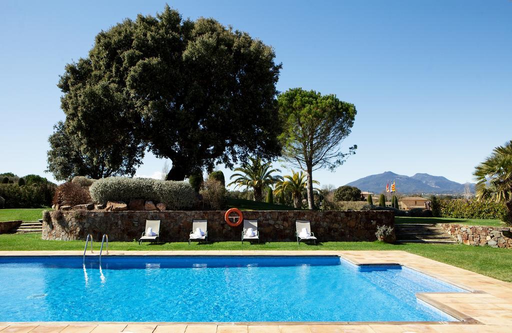 https://golftravelpeople.com/wp-content/uploads/2019/04/Torremirona-Relais-Hotel-Golf-Spa-10.jpg