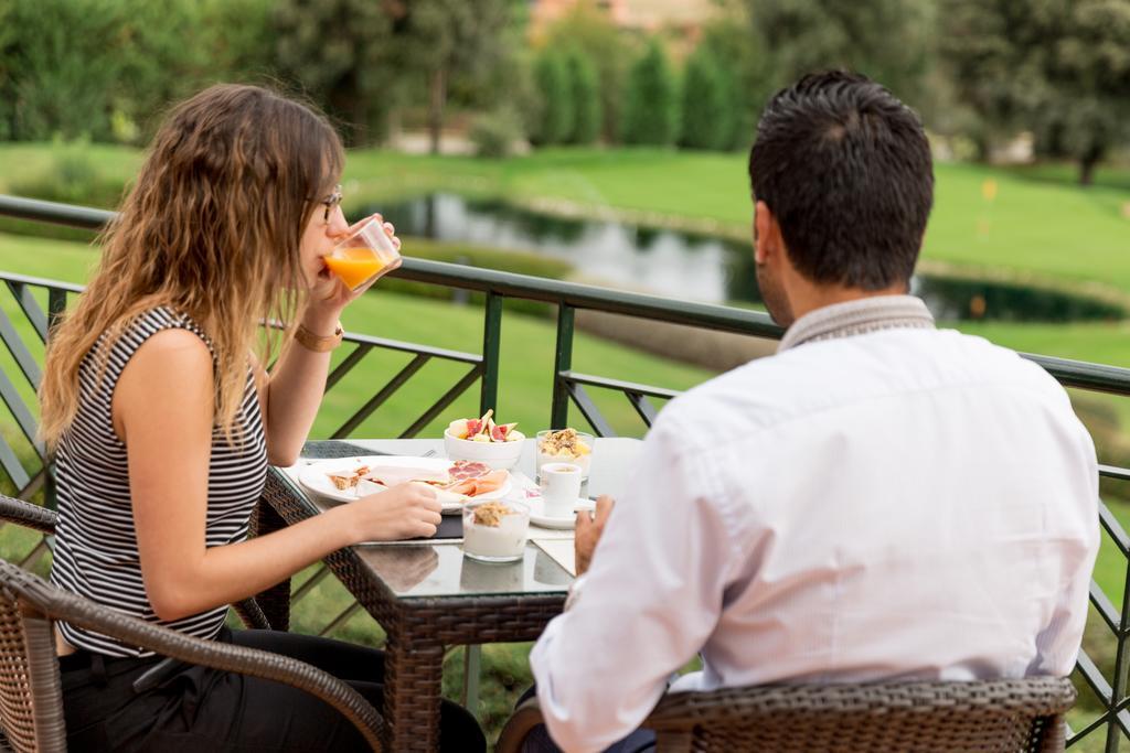 https://golftravelpeople.com/wp-content/uploads/2019/04/Torremirona-Relais-Hotel-Golf-Spa-14.jpg