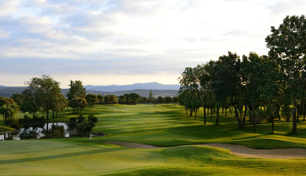 https://golftravelpeople.com/wp-content/uploads/2019/04/Torremirona-Relais-Hotel-Golf-Spa-18.jpg