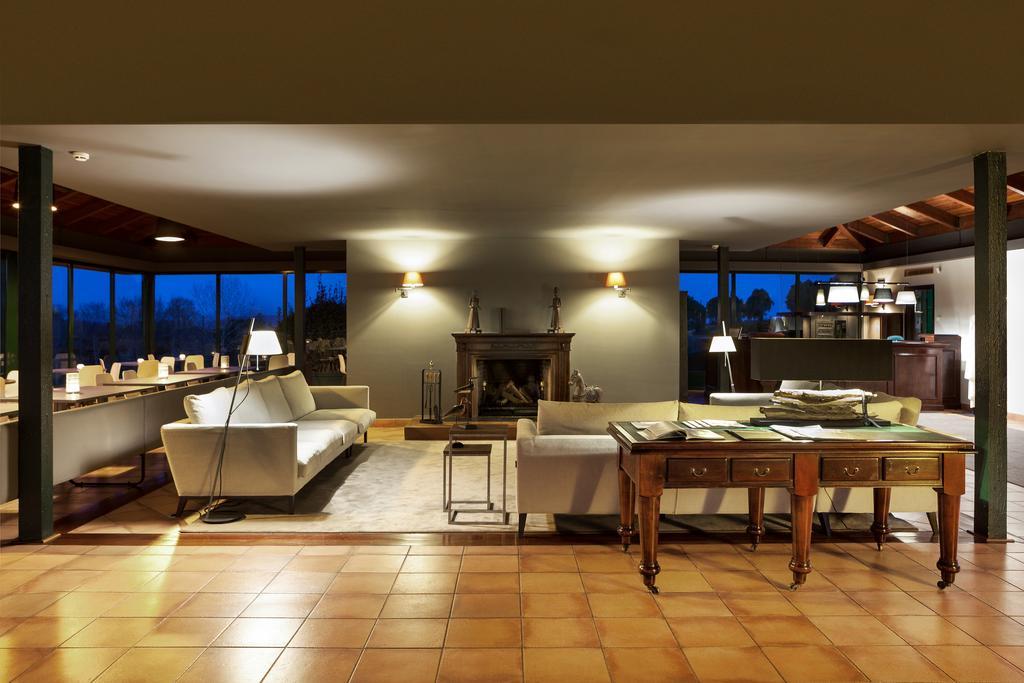 https://golftravelpeople.com/wp-content/uploads/2019/04/Torremirona-Relais-Hotel-Golf-Spa-4.jpg