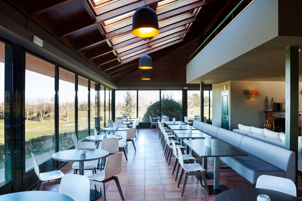 https://golftravelpeople.com/wp-content/uploads/2019/04/Torremirona-Relais-Hotel-Golf-Spa-7.jpg