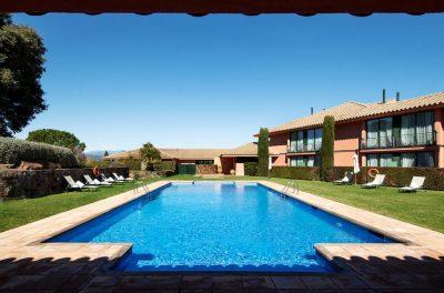 https://golftravelpeople.com/wp-content/uploads/2019/04/Torremirona-Relais-Hotel-Golf-Spa-8-400x264.jpg