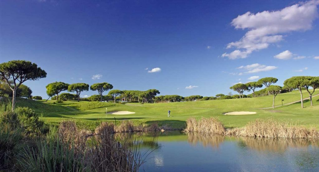 https://golftravelpeople.com/wp-content/uploads/2019/04/Vale-do-Lobo-Golf-Club-1-1024x553.jpg
