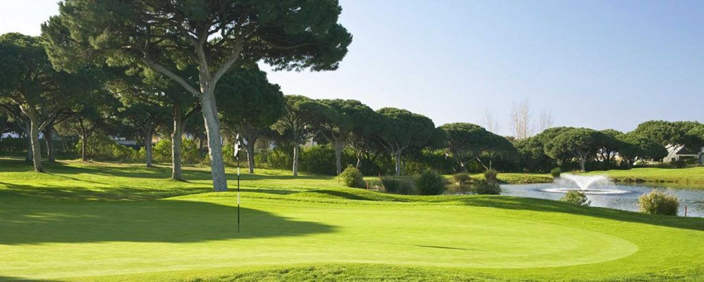https://golftravelpeople.com/wp-content/uploads/2019/04/Vale-do-Lobo-Golf-Club-3-1024x410.jpg