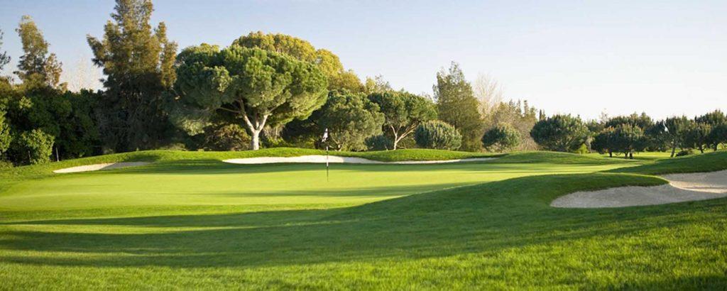 https://golftravelpeople.com/wp-content/uploads/2019/04/Vale-do-Lobo-Golf-Club-4-1024x410.jpg