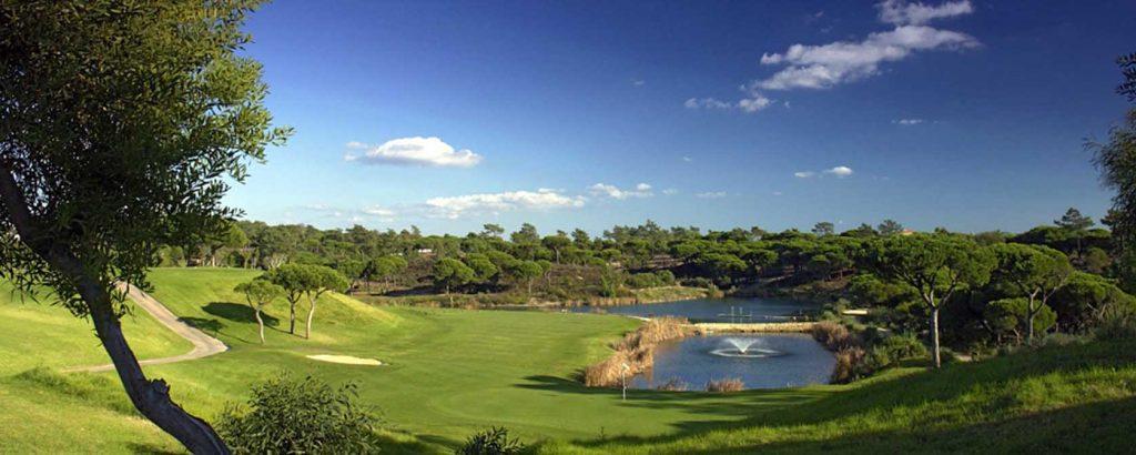 https://golftravelpeople.com/wp-content/uploads/2019/04/Vale-do-Lobo-Golf-Club-5-1024x410.jpg