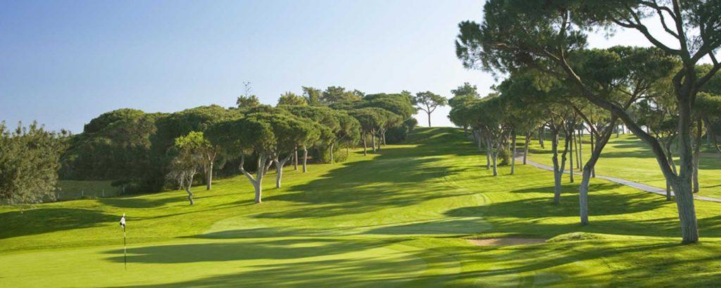 https://golftravelpeople.com/wp-content/uploads/2019/04/Vale-do-Lobo-Golf-Club-8-1024x410.jpg