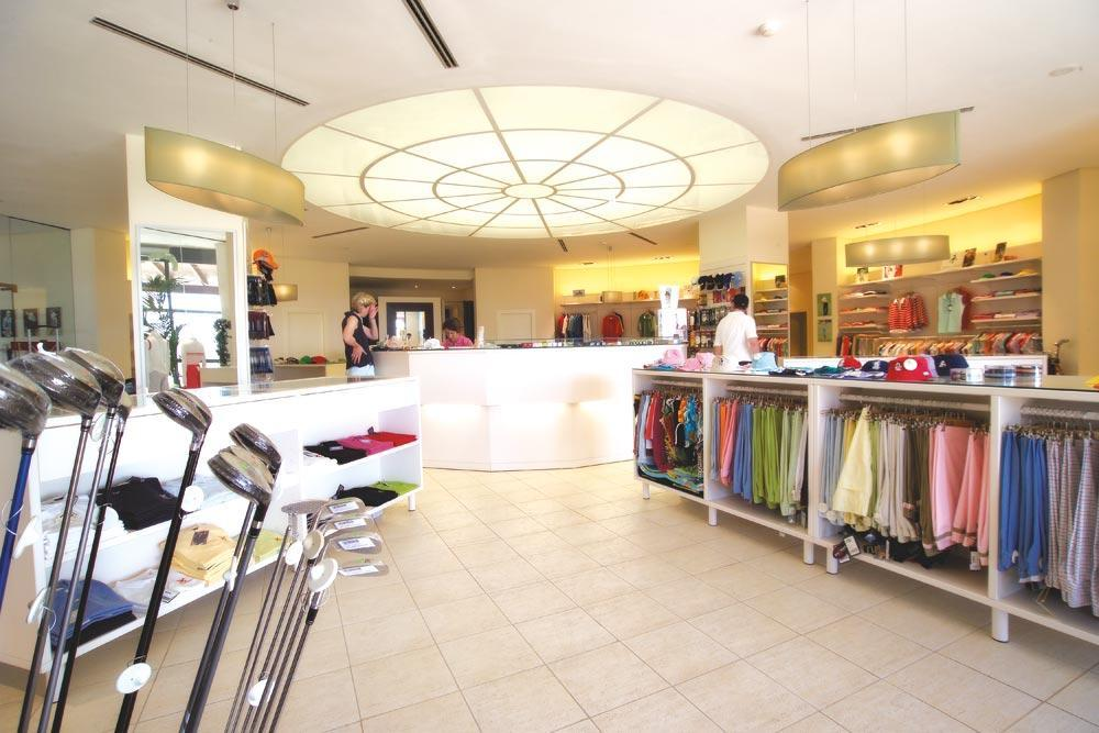 https://golftravelpeople.com/wp-content/uploads/2019/04/Valle-del-Este-Golf-Club-22.jpg