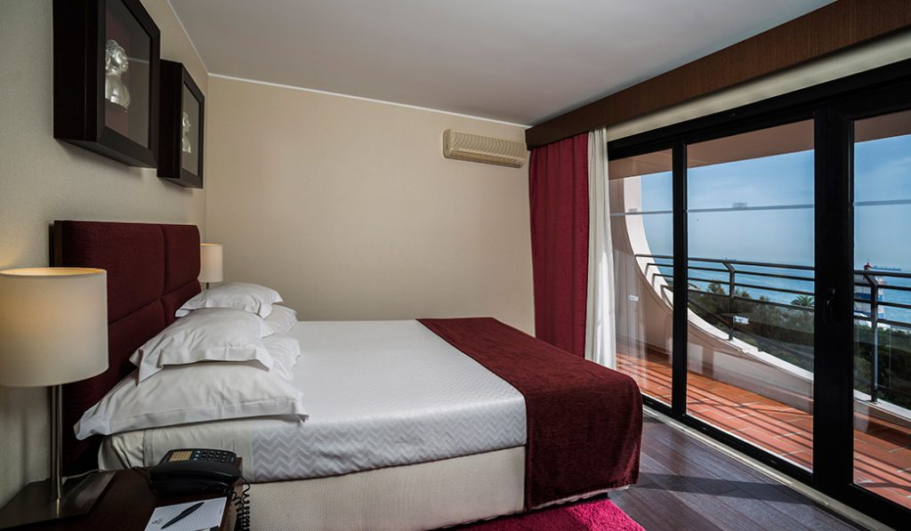 https://golftravelpeople.com/wp-content/uploads/2019/04/Vila-Gale-Cascais-Bedrooms-1-1024x597.jpg