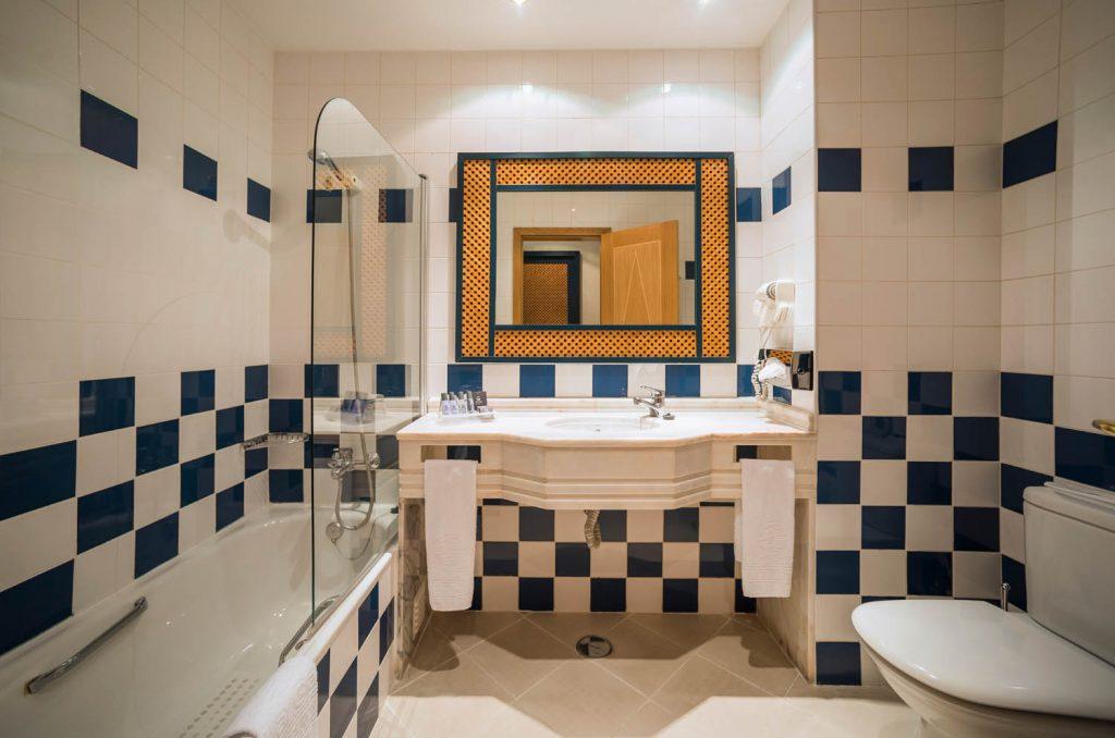 https://golftravelpeople.com/wp-content/uploads/2019/04/Vila-Gale-Hotel-Tavira-Bedrooms-1-Copy-1024x678.jpg