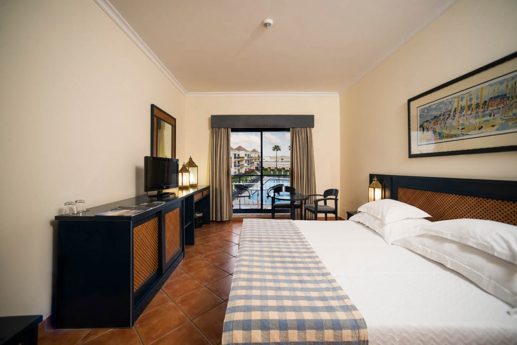 https://golftravelpeople.com/wp-content/uploads/2019/04/Vila-Gale-Hotel-Tavira-Bedrooms-4-Copy-1024x683.jpg