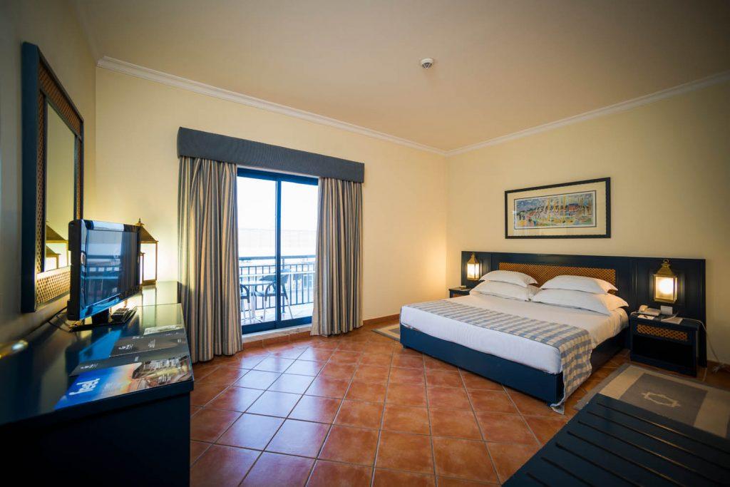 https://golftravelpeople.com/wp-content/uploads/2019/04/Vila-Gale-Hotel-Tavira-Bedrooms-5-Copy-1024x683.jpg