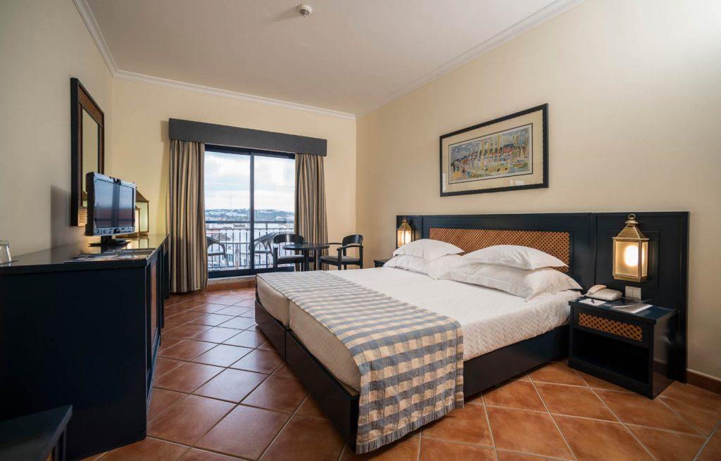https://golftravelpeople.com/wp-content/uploads/2019/04/Vila-Gale-Hotel-Tavira-Bedrooms-6-Copy-1024x655.jpg
