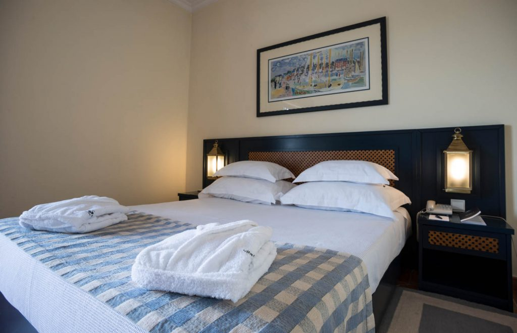https://golftravelpeople.com/wp-content/uploads/2019/04/Vila-Gale-Hotel-Tavira-Bedrooms-8-Copy-1024x659.jpg