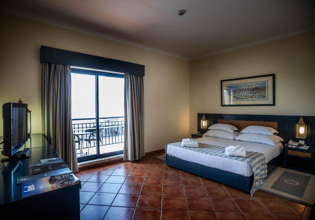 https://golftravelpeople.com/wp-content/uploads/2019/04/Vila-Gale-Hotel-Tavira-Bedrooms-9-Copy-1024x715.jpg