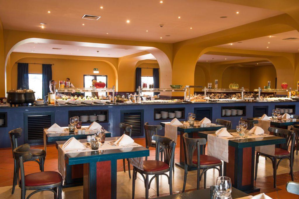 https://golftravelpeople.com/wp-content/uploads/2019/04/Vila-Gale-Hotel-Tavira-Restaurants-1-Copy-1024x683.jpg