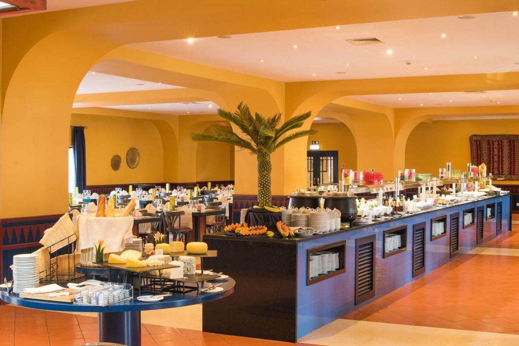 https://golftravelpeople.com/wp-content/uploads/2019/04/Vila-Gale-Hotel-Tavira-Restaurants-2-Copy-1024x683.jpg