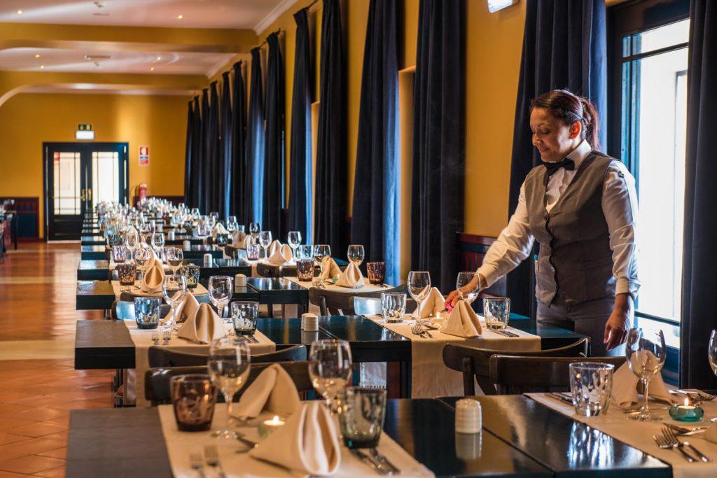 https://golftravelpeople.com/wp-content/uploads/2019/04/Vila-Gale-Hotel-Tavira-Restaurants-3-Copy-1024x683.jpg