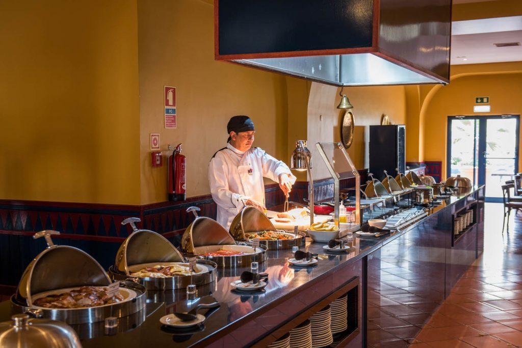 https://golftravelpeople.com/wp-content/uploads/2019/04/Vila-Gale-Hotel-Tavira-Restaurants-4-Copy-1024x683.jpg