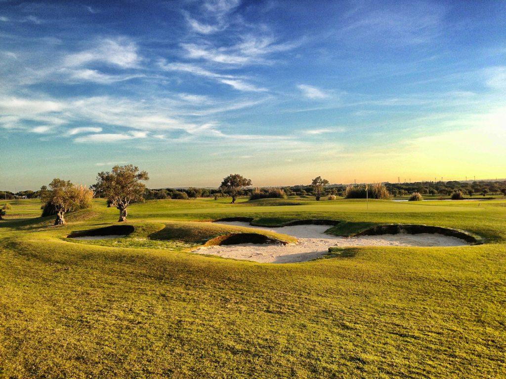 https://golftravelpeople.com/wp-content/uploads/2019/04/Villa-Nueva-Golf-Club-1-1024x768.jpg