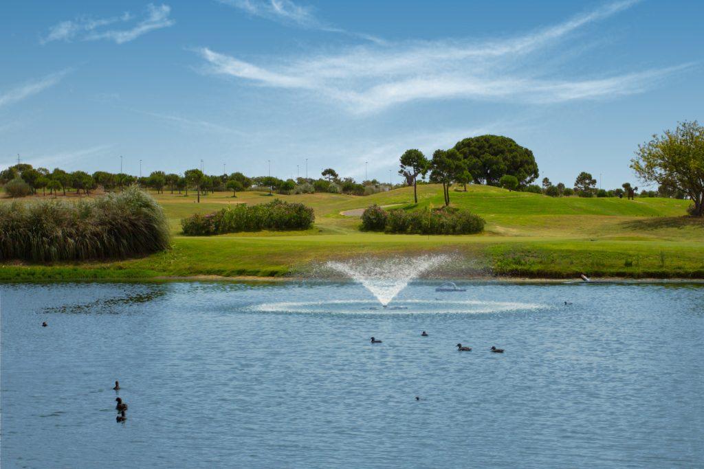 https://golftravelpeople.com/wp-content/uploads/2019/04/Villa-Nueva-Golf-Club-14-1024x683.jpg