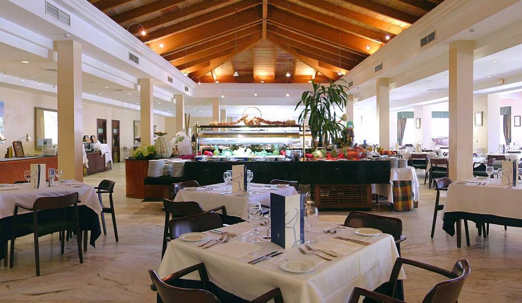 https://golftravelpeople.com/wp-content/uploads/2019/04/Vincci-Costa-Golf-Hotel-5-1024x596.jpg