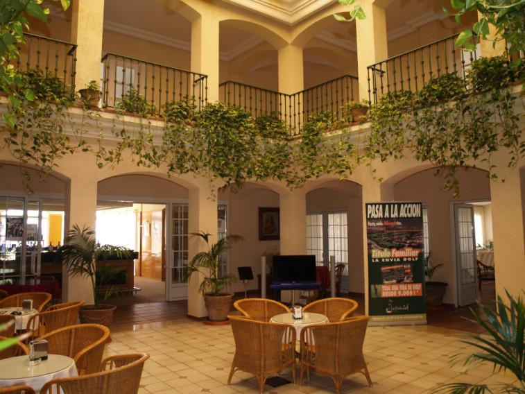 https://golftravelpeople.com/wp-content/uploads/2019/04/Vincci-La-Envia-Golf-and-Wellness-Resort-Hotel-1.jpg