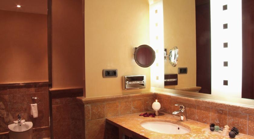 https://golftravelpeople.com/wp-content/uploads/2019/04/Vincci-La-Envia-Golf-and-Wellness-Resort-Hotel-5.jpg