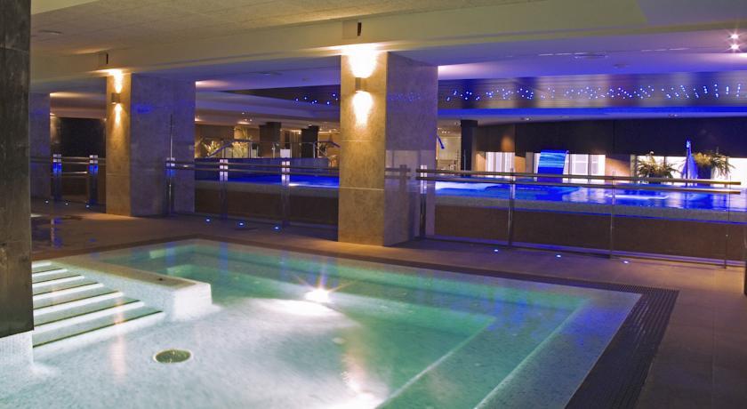 https://golftravelpeople.com/wp-content/uploads/2019/04/Vincci-La-Envia-Golf-and-Wellness-Resort-Hotel-6.jpg