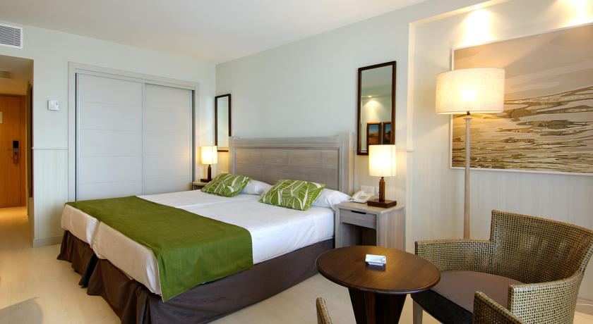 https://golftravelpeople.com/wp-content/uploads/2019/04/Vincci-Tenerife-Golf-Hotel-9.jpg