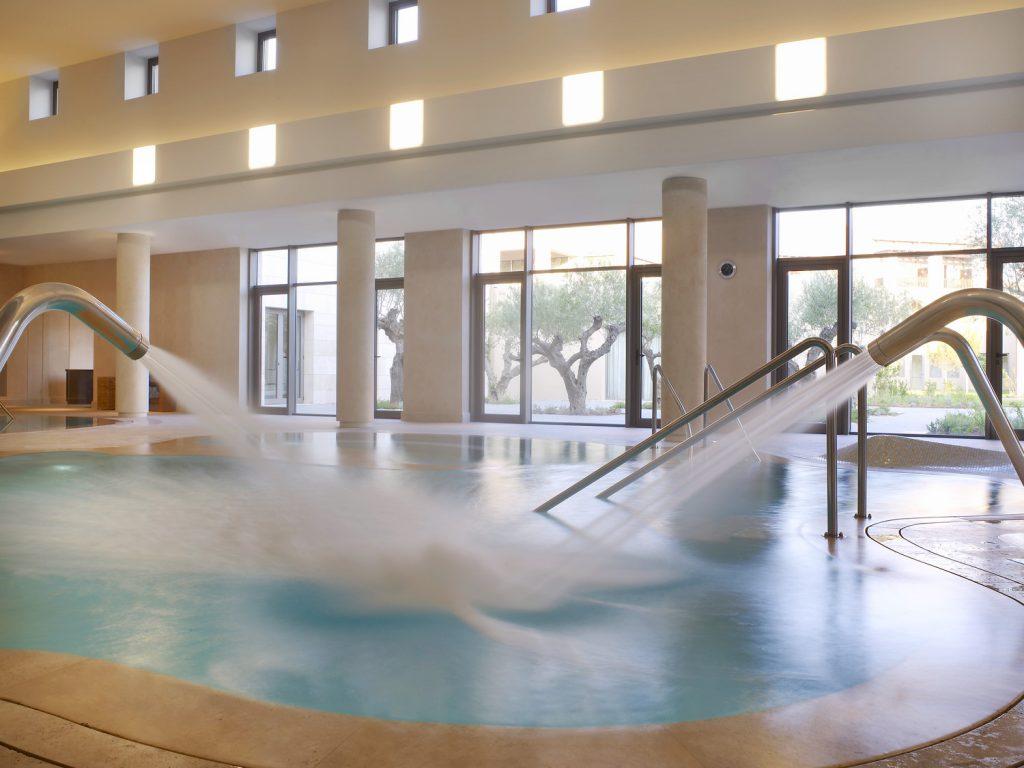 https://golftravelpeople.com/wp-content/uploads/2019/04/Westin-Resort-Costa-Navarino-Anazoe-Spa-thalassotherapy-1024x768.jpg