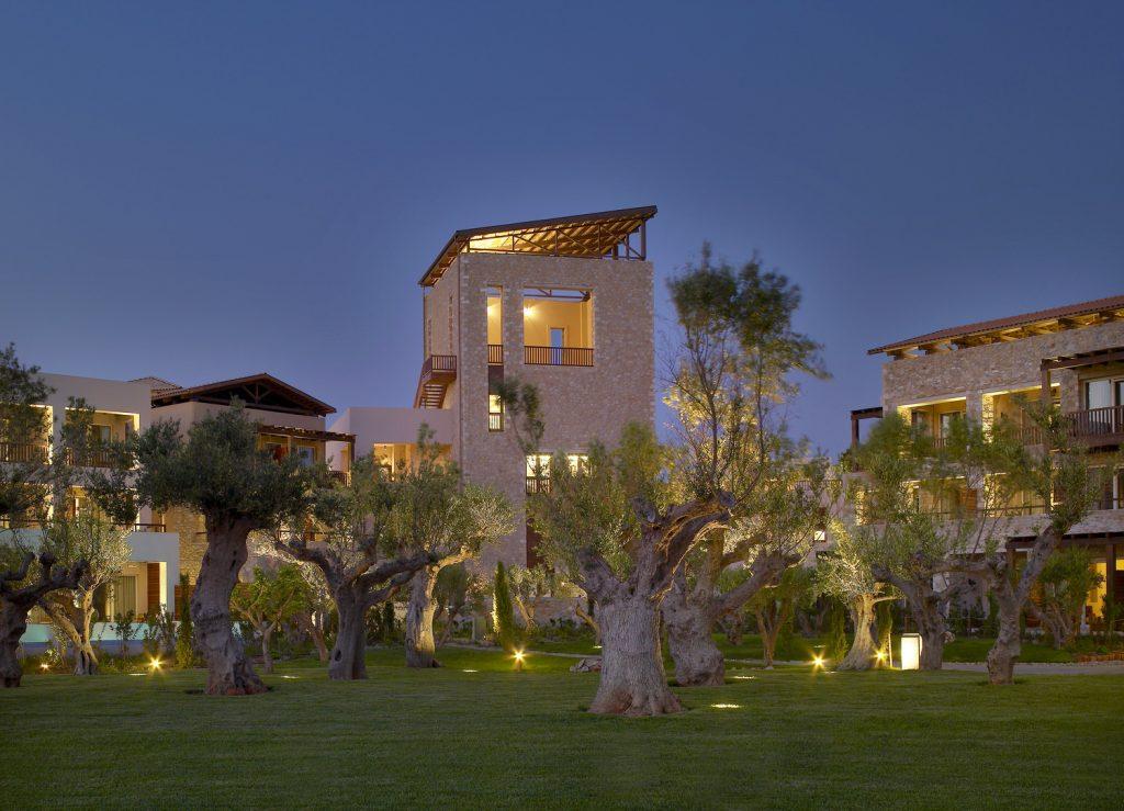 https://golftravelpeople.com/wp-content/uploads/2019/04/Westin-Resort-Costa-Navarino-Biblioteca-1024x739.jpg
