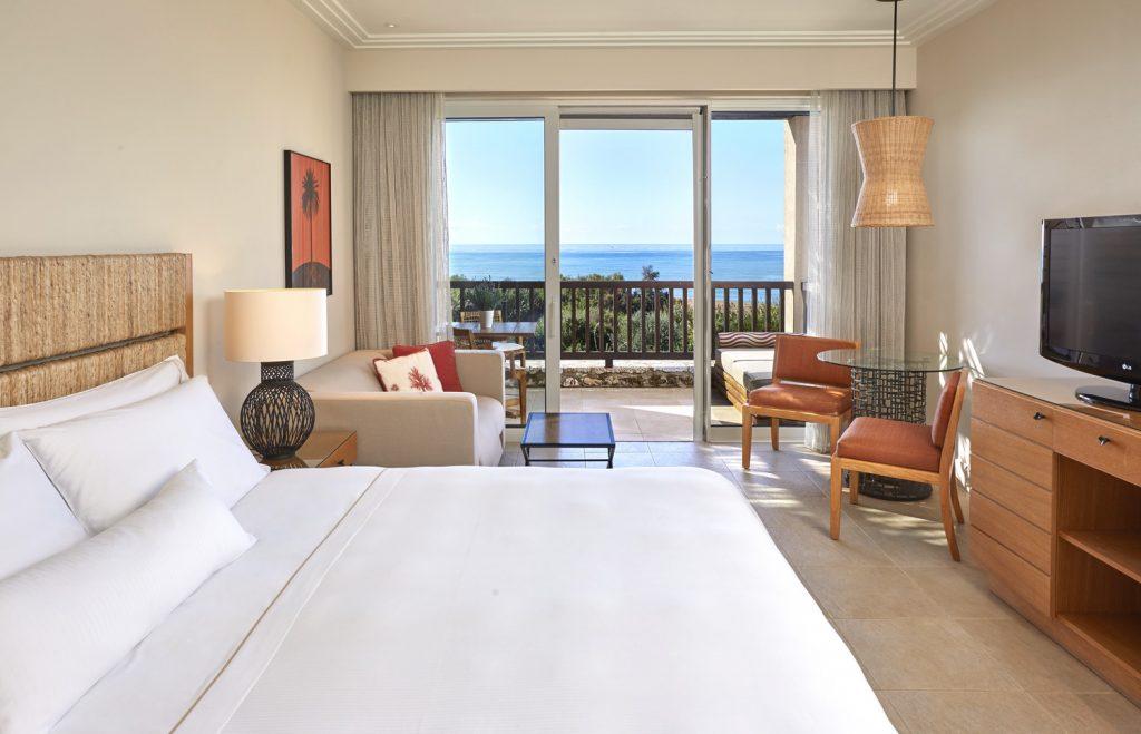 https://golftravelpeople.com/wp-content/uploads/2019/04/Westin-Resort-Costa-Navarino-Premium-Deluxe-Room-1024x659.jpg