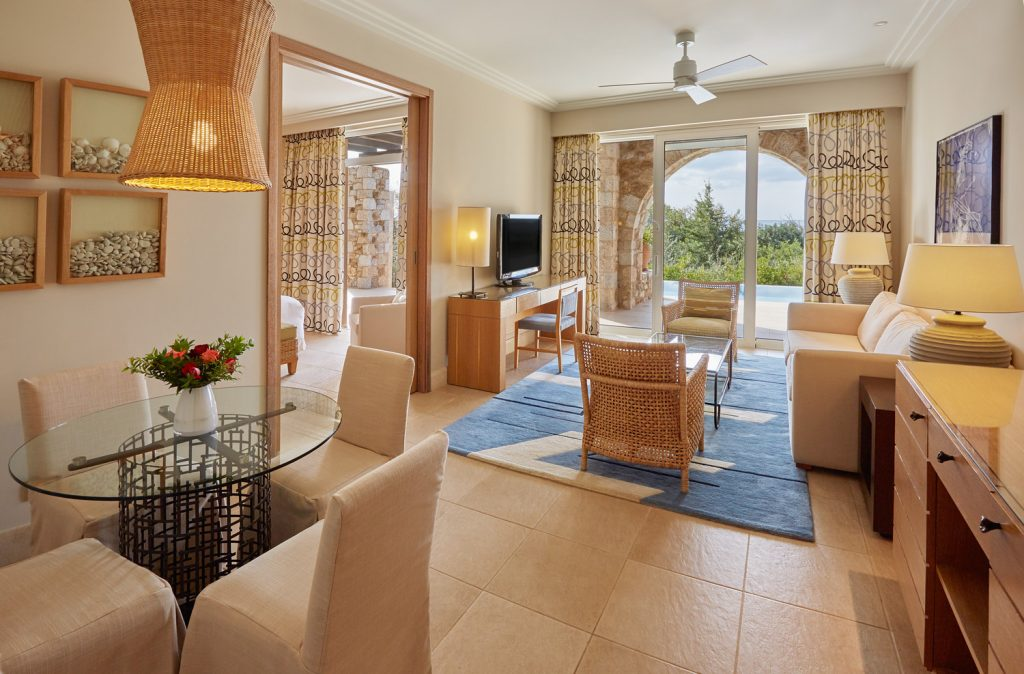 https://golftravelpeople.com/wp-content/uploads/2019/04/Westin-Resort-Costa-Navarino-Premium-Infinity-Suite-Living-Room-1024x674.jpg