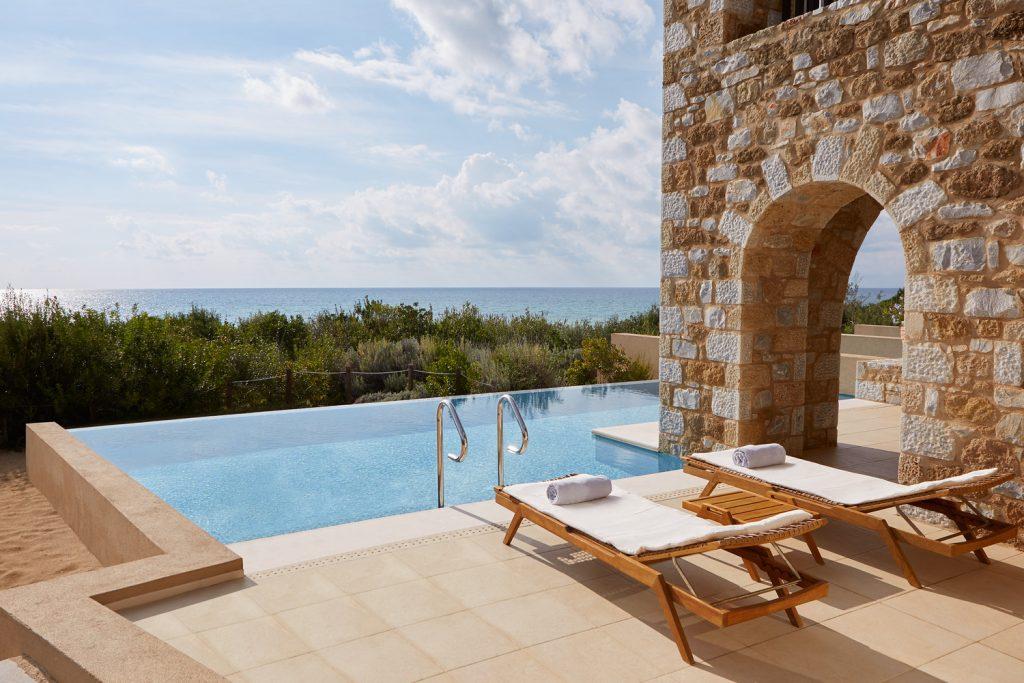 https://golftravelpeople.com/wp-content/uploads/2019/04/Westin-Resort-Costa-Navarino-Premium-Infinity-Suite-Pool-1024x683.jpg