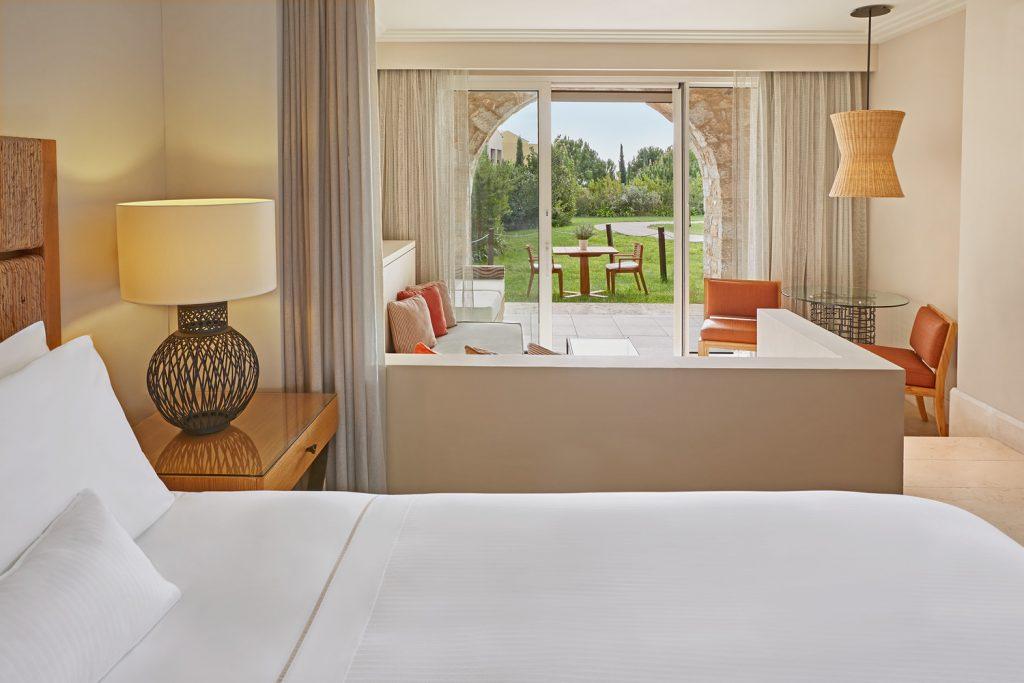 https://golftravelpeople.com/wp-content/uploads/2019/04/Westin-Resort-Costa-Navarino-Superior-Room-1024x683.jpg