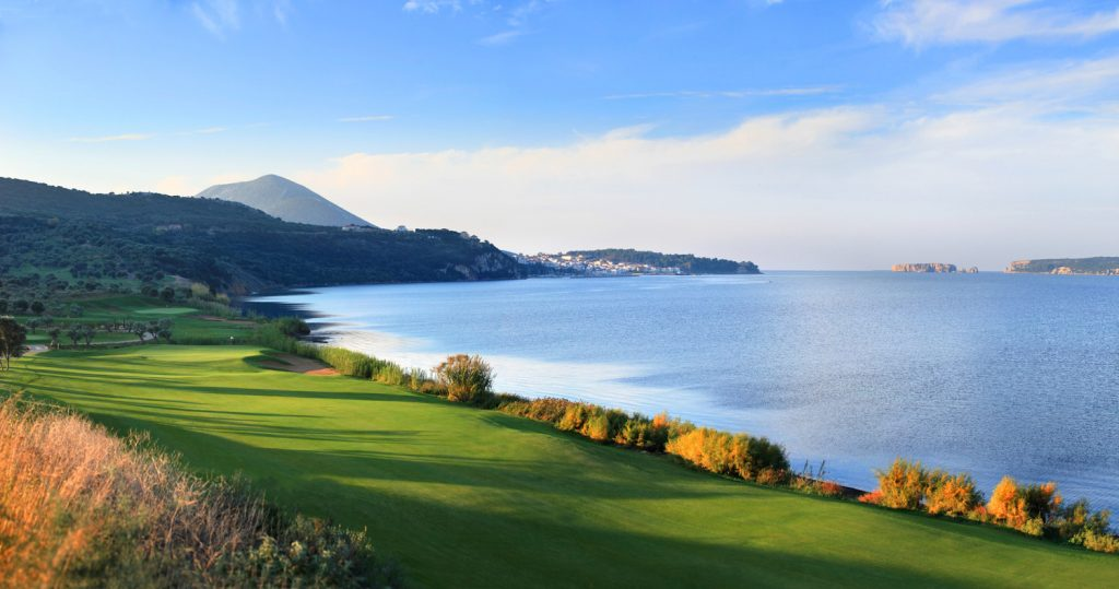 https://golftravelpeople.com/wp-content/uploads/2019/04/Westin-Resort-Costa-Navarino-The-Bay-Course-Panoramic-view-1024x539.jpg
