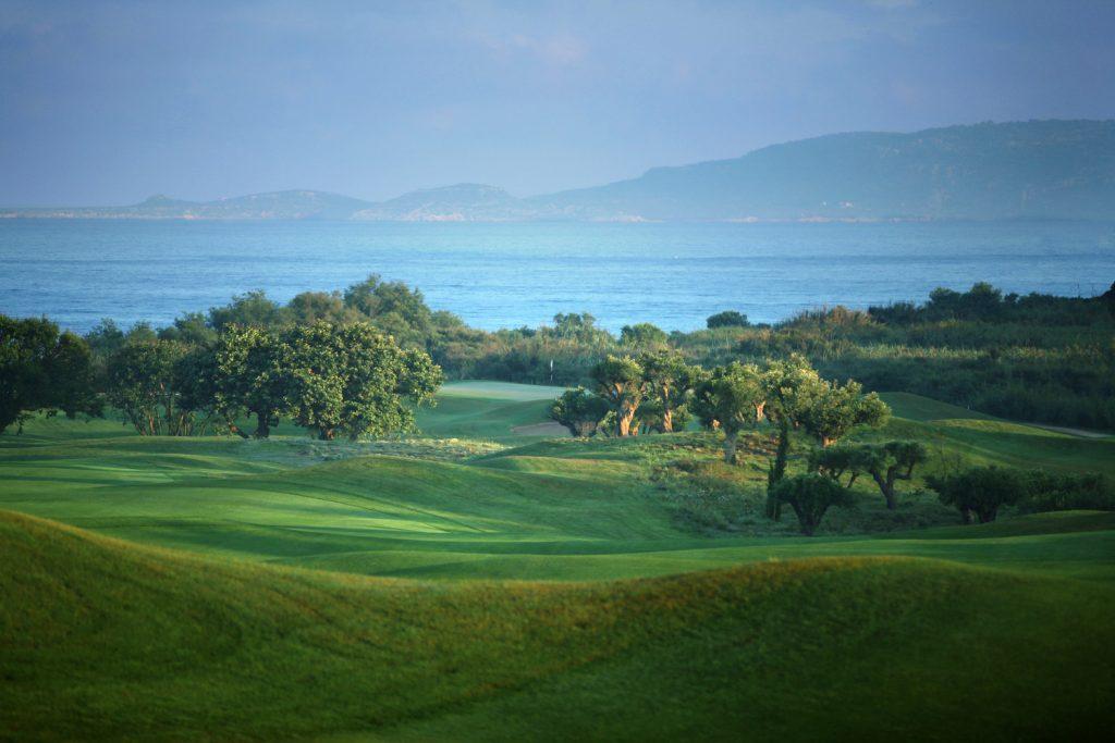 https://golftravelpeople.com/wp-content/uploads/2019/04/Westin-Resort-Costa-Navarino-The-Dunes-Course-2-1024x683.jpg