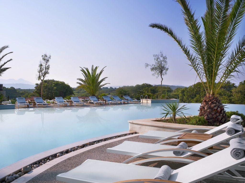 https://golftravelpeople.com/wp-content/uploads/2019/04/Westin-Resort-Costa-Navarino-The-Lagoon-Pool-1024x768.jpg