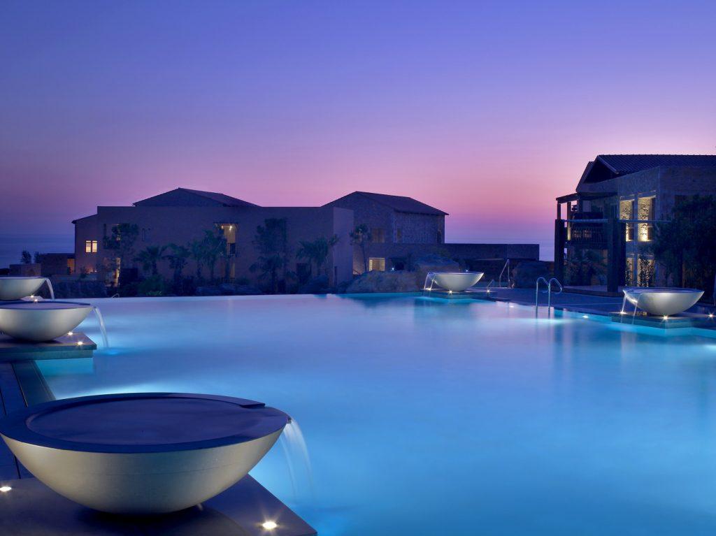 https://golftravelpeople.com/wp-content/uploads/2019/04/Westin-Resort-Costa-Navarino-The-Westin-Pool-1024x767.jpg