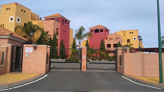 https://golftravelpeople.com/wp-content/uploads/2019/04/isla-canela-golf-beach-apartments-162.jpg