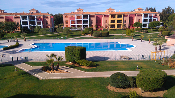 https://golftravelpeople.com/wp-content/uploads/2019/04/isla-canela-golf-beach-apartments-179.jpg