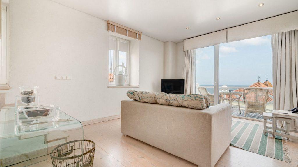 https://golftravelpeople.com/wp-content/uploads/2019/05/Albatroz-Hotel-Cascais-Bedrooms-2-1024x576.jpg