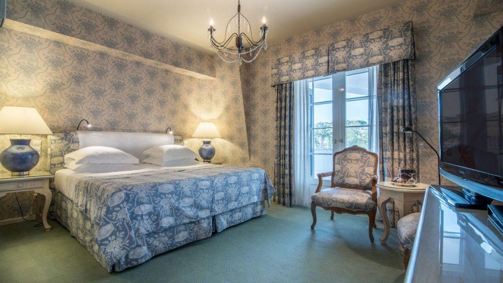 https://golftravelpeople.com/wp-content/uploads/2019/05/Albatroz-Hotel-Cascais-Bedrooms-4-1024x576.jpg