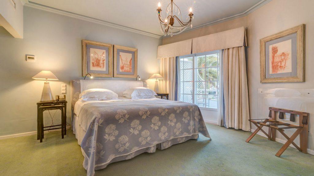 https://golftravelpeople.com/wp-content/uploads/2019/05/Albatroz-Hotel-Cascais-Bedrooms-6-1024x576.jpg