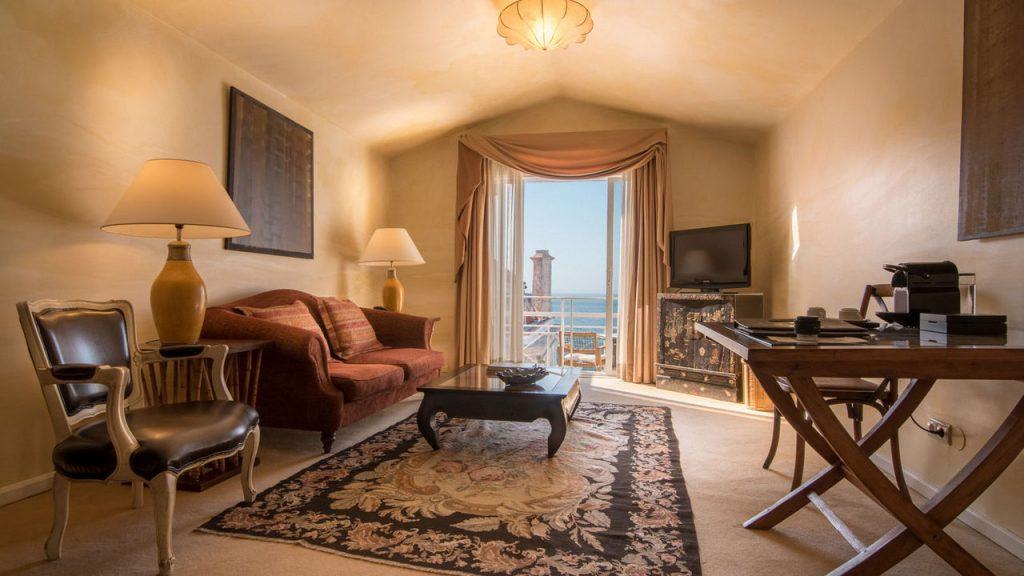 https://golftravelpeople.com/wp-content/uploads/2019/05/Albatroz-Hotel-Cascais-Bedrooms-9-1024x576.jpg
